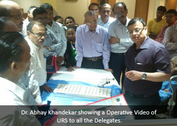 Dr. Abhay Khandekar showing a Operative Video of URS to all the Delegates