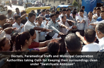 Doctors, Paramedical Staffs and Municipal Corporation Authorities taking Oath for Keeping their surroundings clean under 'Swatchyata Abhiyaan.'